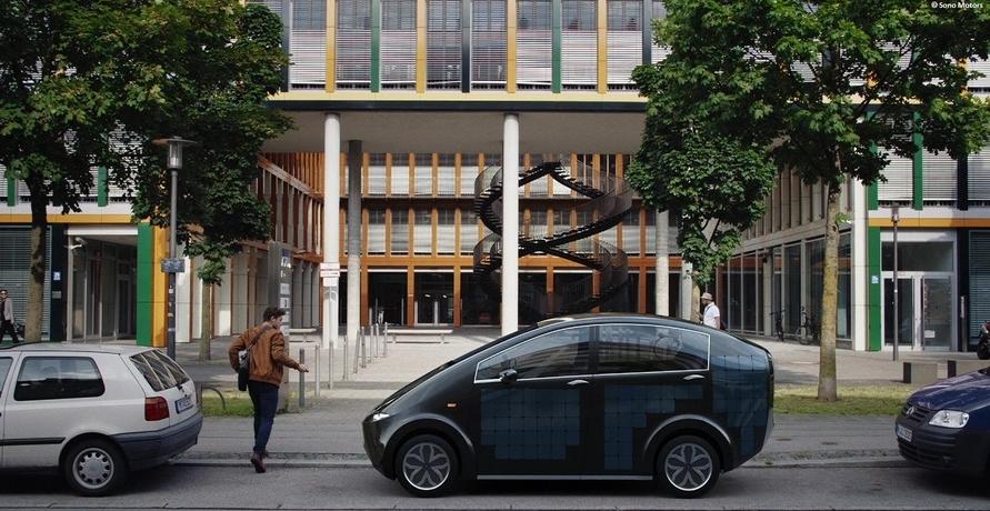 "Das erste serienmäßige ""Solar-E-Auto"""