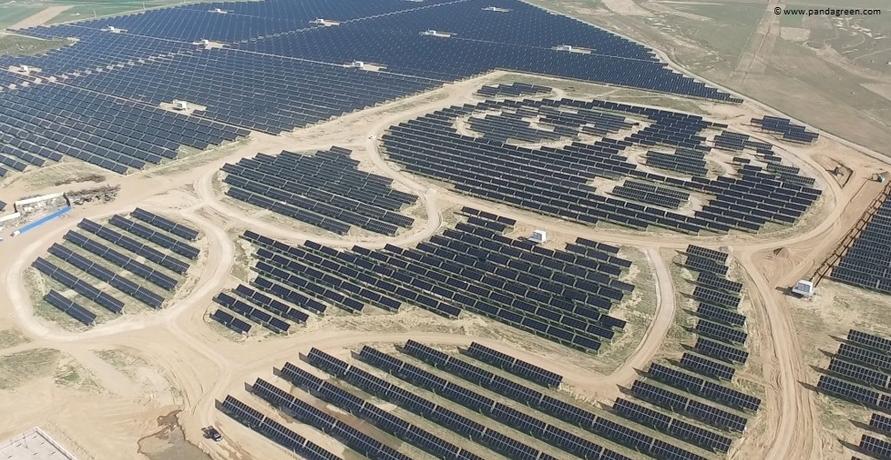 Photovoltaikanlage in China sieht aus wie riesiger Panda