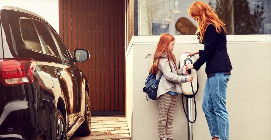 Kooperation von Opel und NewMotion macht das Laden von Elektroautos leichter