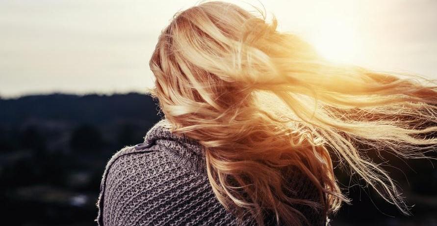 Haarshampoo zur Regeneration von angegriffenem Haar