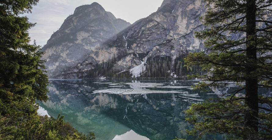 Naturkosmetik mit frischem Bergquellwasser angereichert