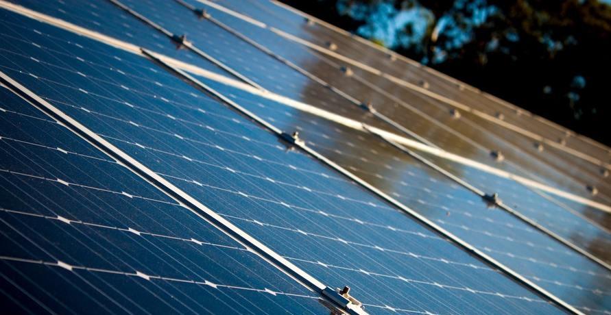 Ein Plusenergiehaus gewinnt mehr Energie als es bezieht
