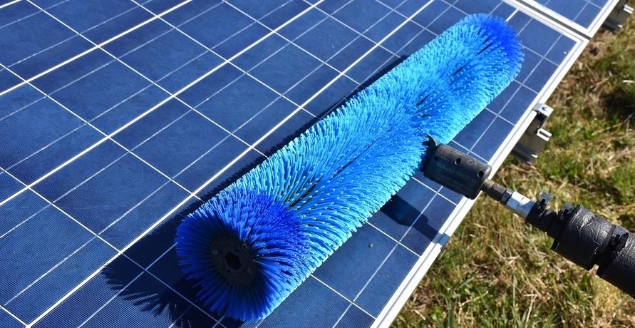 Studie zur Reinigung von Photovoltaik-Anlagen: Wie wirtschaftlich ist das?
