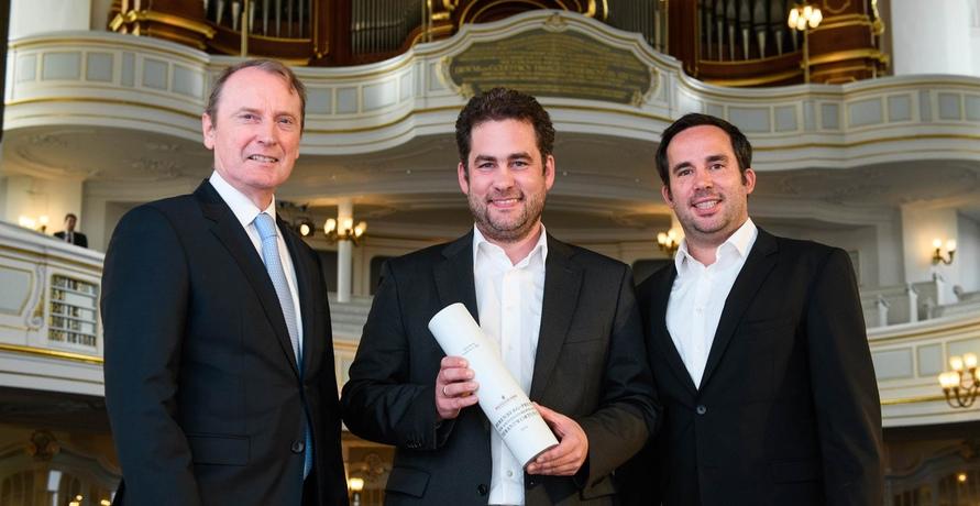 Alfred Ritter GmbH & Co. KG erhält Berenberg-Preis für unternehmerische Verantwortung