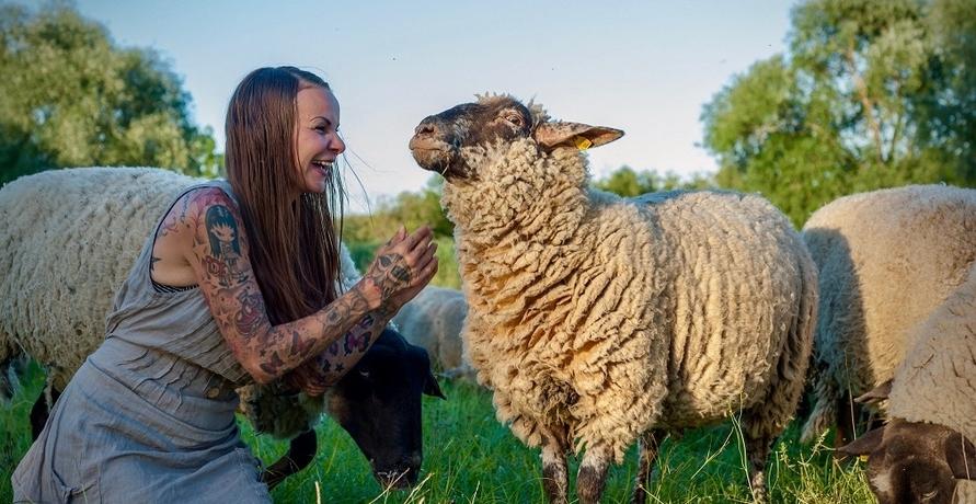 Sandy P. Peng - als Tattoomodel aktiv für mehr Tierschutz