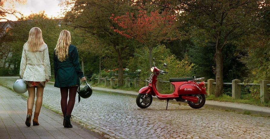 Ob mit Elektromofa, -Moped oder -Roller: Schnell und lässig von A nach B