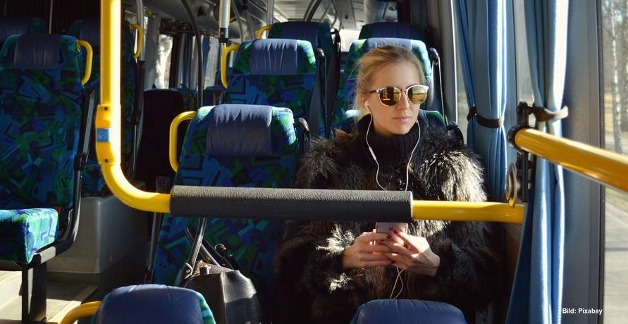 Wie nachhaltig sind Busreisen? Wir haben uns hierzu mit den Fernbus-Anbietern Flixbus, Pinkbus, BlaBlaBus und der DB unterhalten