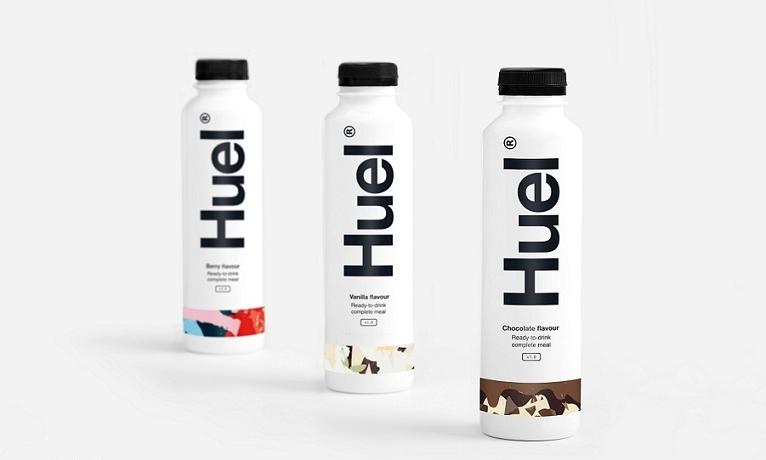 Mit Pulver alle wichtigen Proteine, Kohlenhydrate, Vitamine, und Mineralien zu sich führen