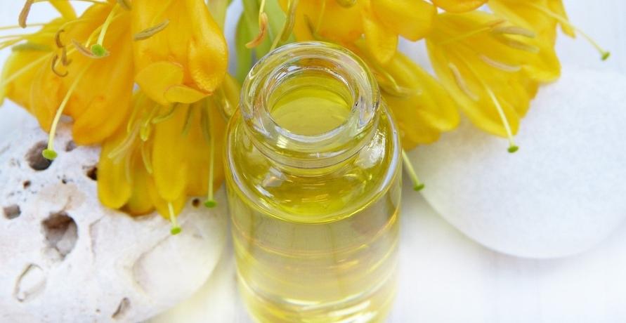 Pflanzenöle aus Jojoba und Co. für einen strahlenden Teint