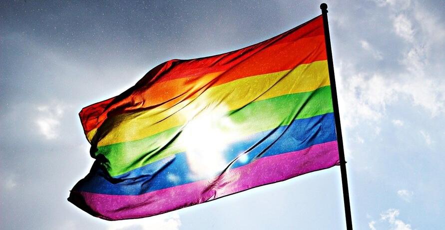Was uns bewegt im Juli: Unser Regenbogen für den Pride-Month