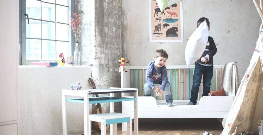 Von der Wickelkommode zum Kleiderschrank: Wandelbare Möbel fürs Kinderzimmer