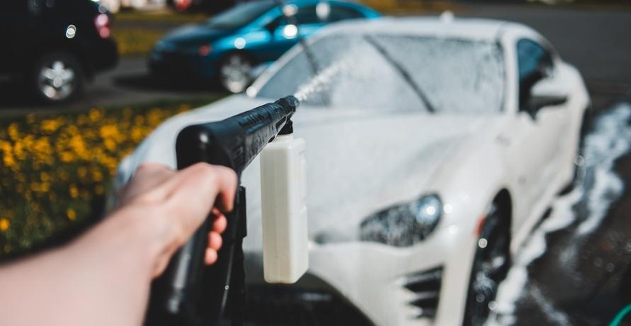 Einmal das Öko-Programm bitte! – Grün geht jetzt auch in Autowaschanlagen