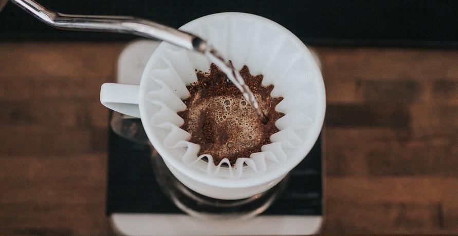 Kaffee trinkend Äthiopien supporten