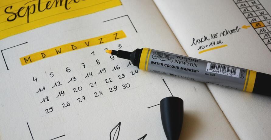 Kalender mit einpflanzbarem Papier