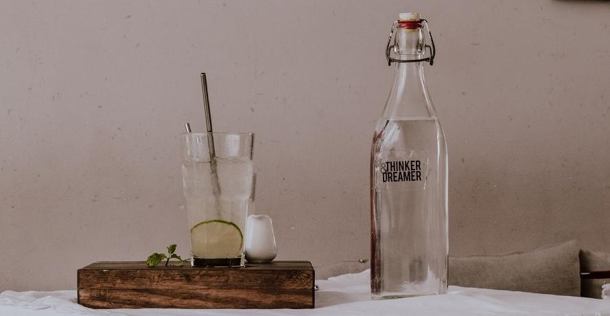 Die besten Trinkflaschen aus Glas: Nachhaltig und im Trend