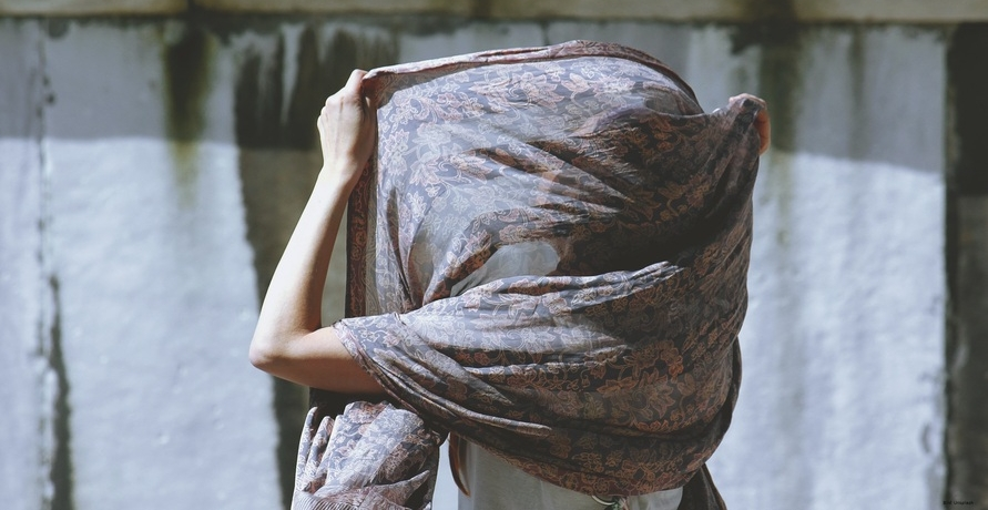 Unikate, die Geschichten erzählen – nachhaltige Schals von Maheela