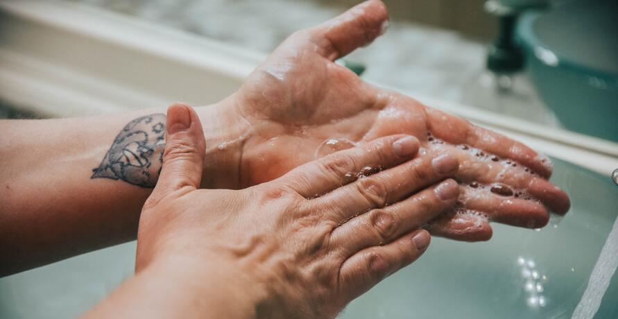 Plastikfreie Handdesinfektion mit dem Mehrwegsystem von SEA ME
