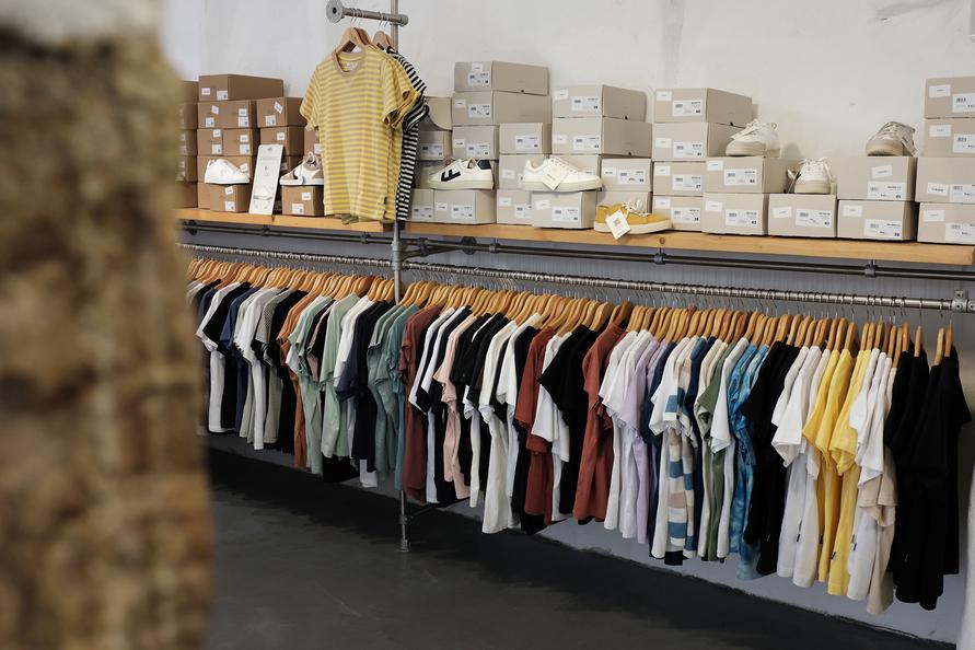 Eine große Auswahl an nachhaltiger Kleidung.