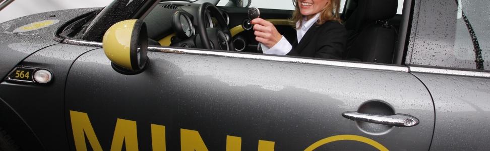 Fahrspaß und Ökostrom begeistern MINI E Nutzer in München.
