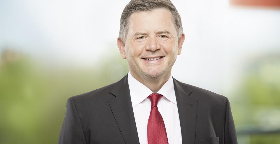 """Themenreihe """"Die Vorteile von Naturkosmetik"""" - Im Interview Erich Harsch, Vorsitzender der dm-Geschäftsführung"""