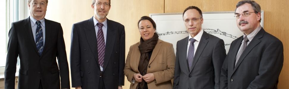 Bundesregierung und Netzbetreiber stellen jeweils 600.000 Euro für Informationen zum Mobilfunk bereit