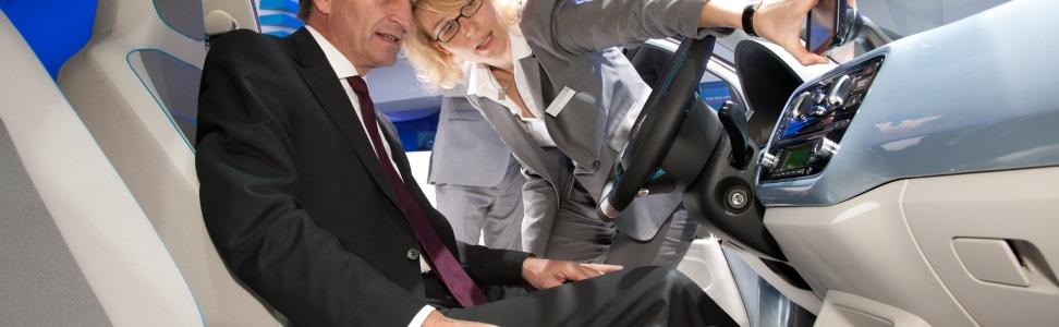Oettinger: IAA zeigt Kombination aus technischer Innovation und Nachhaltigkeit